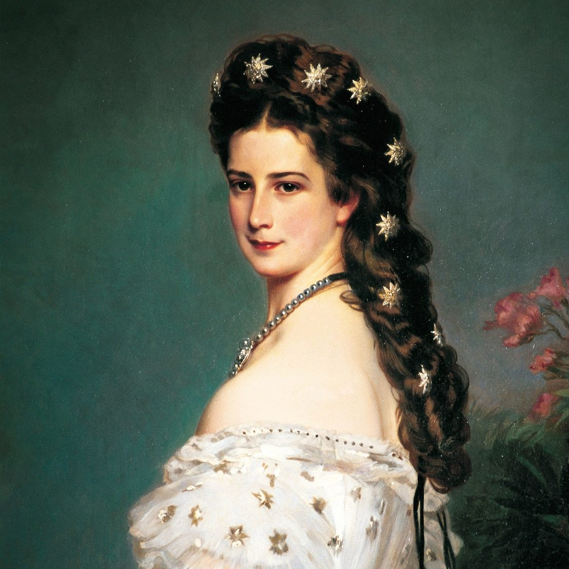 close up of Empress Elizabeth and her glorious hair